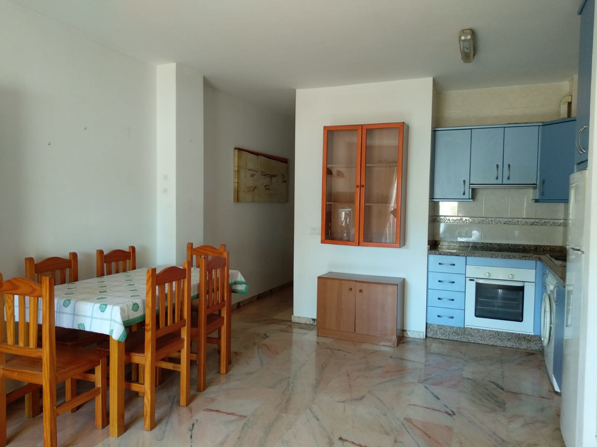 Middle Floor Apartment, Fuengirola, Costa del Sol. 2 Bedrooms, 1 Bathroom, Built 70 m², Terrace 2 m², Spain