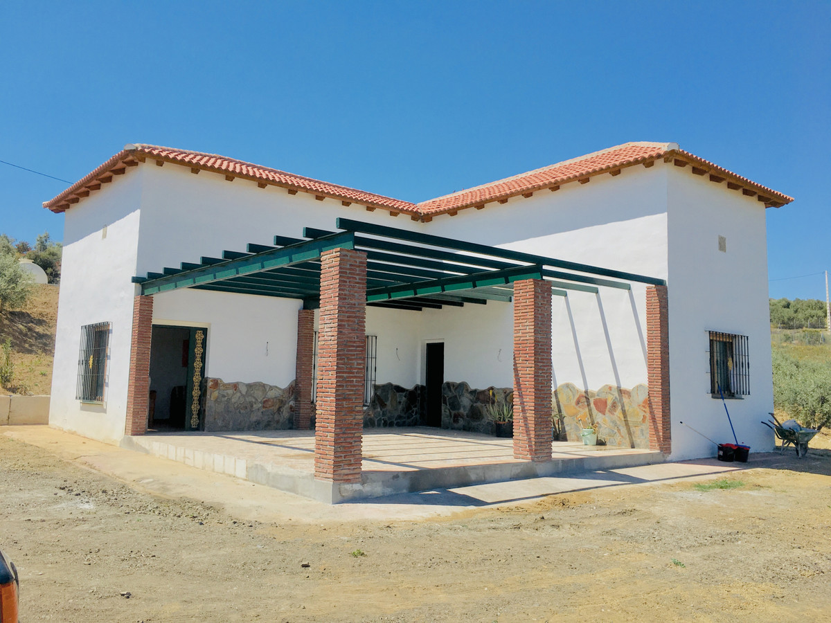 FANTASTIC PLOT!  This 6,394 m2 plot is located in Rio Grande, in the surroundings of Coin.  It consiSpain
