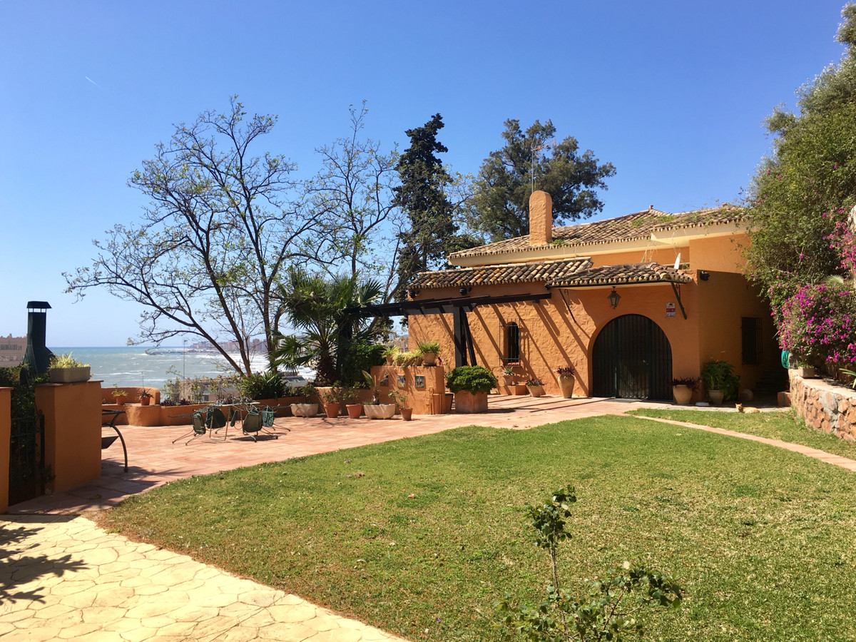 AWESOME FINCA IN TORREBLANCA!  This awesome 3,286 m2 plot includes a two-storey villa of 700 m2 appr, Spain