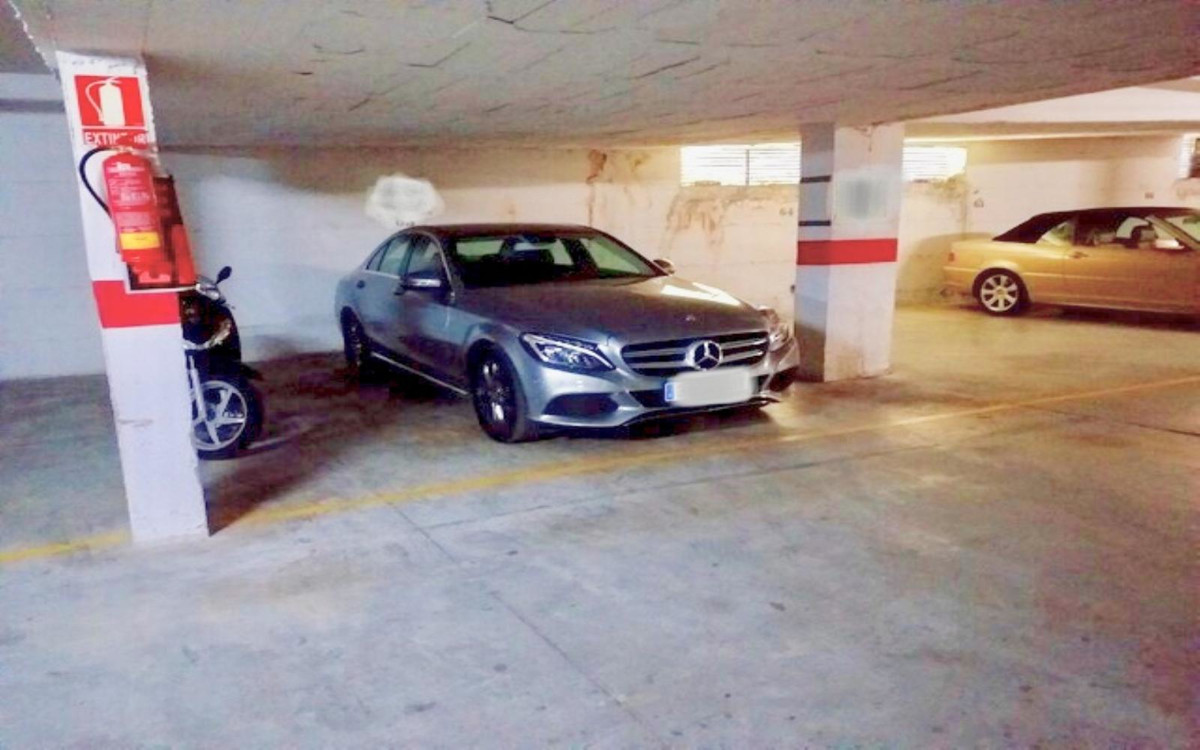 25 m2 PRIVATE PARKING SPACE FOR TWO CARS (5 x 5 m.).  LOCATED NEXT TO THE BUDDHIST STUPA IN BENALMAD, Spain