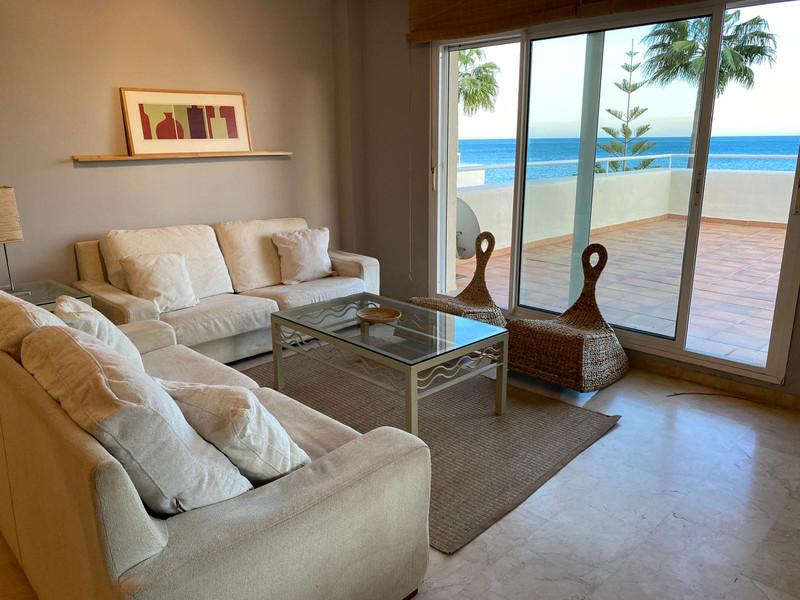 Apartamento Planta Media en venta, Estepona – R3575380