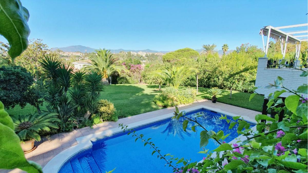 Marbella Banus Villa – Chalet en Venta en Guadalmina Alta – R3545668