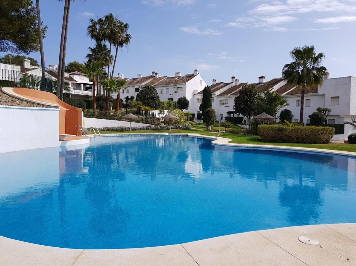 Marbella Banus Adosada en Venta en Atalaya – R3655499