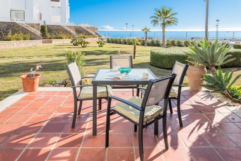 Frontline  beach  townhouse,  walk  direct  from  your  lounge  and  terrace  to  the  beach!  Secur, Spain