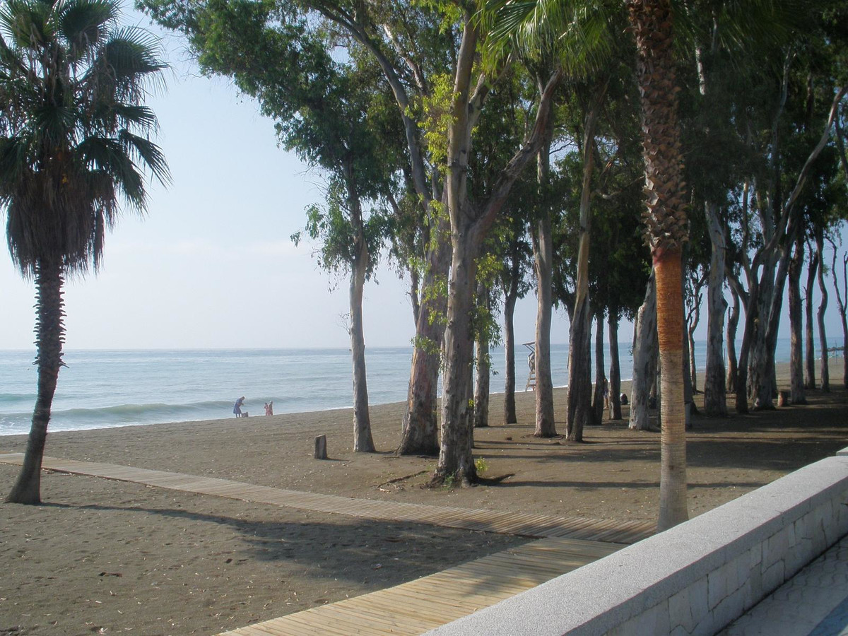 Beach front apartment in sort after urbanization Bahia Alcantara de San Pedro Beach in Marbella.   S, Spain
