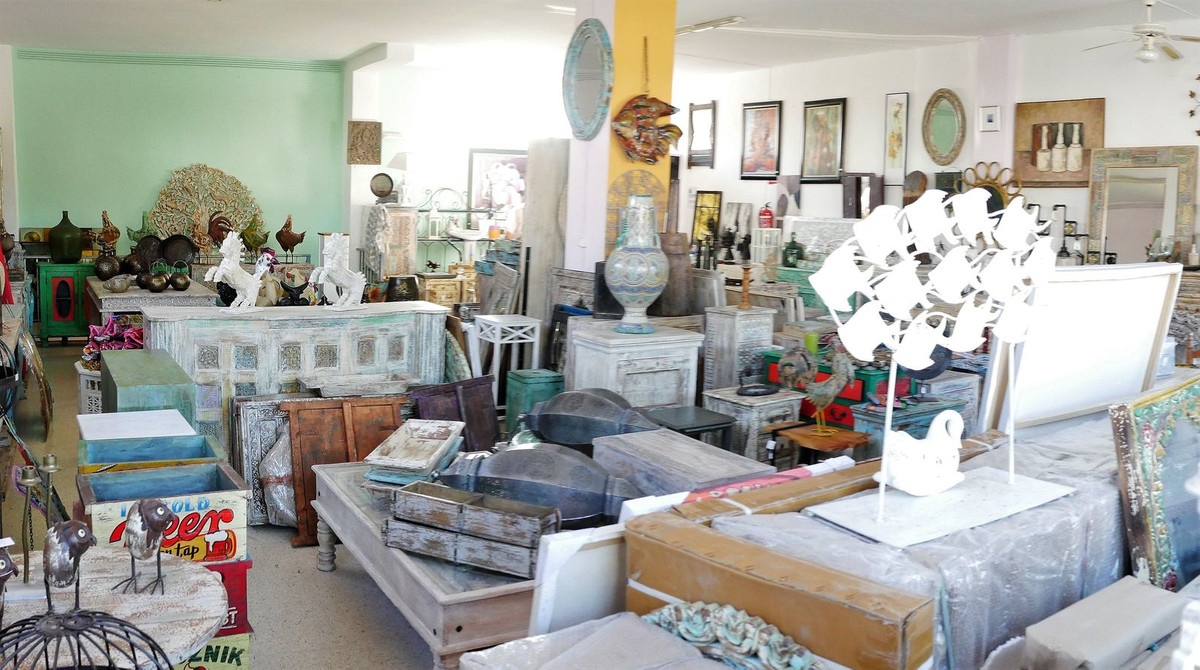 Shop for sale Great location between Estepona and San Pedro. 2 Floors - going into basement.  Nice l, Spain