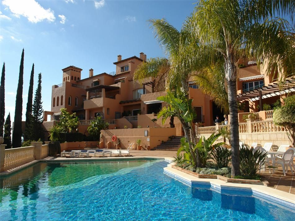 The spacious Duplex-Penthouse with South-Orientation offers fantastic views to the sea, golf courts ,Spain