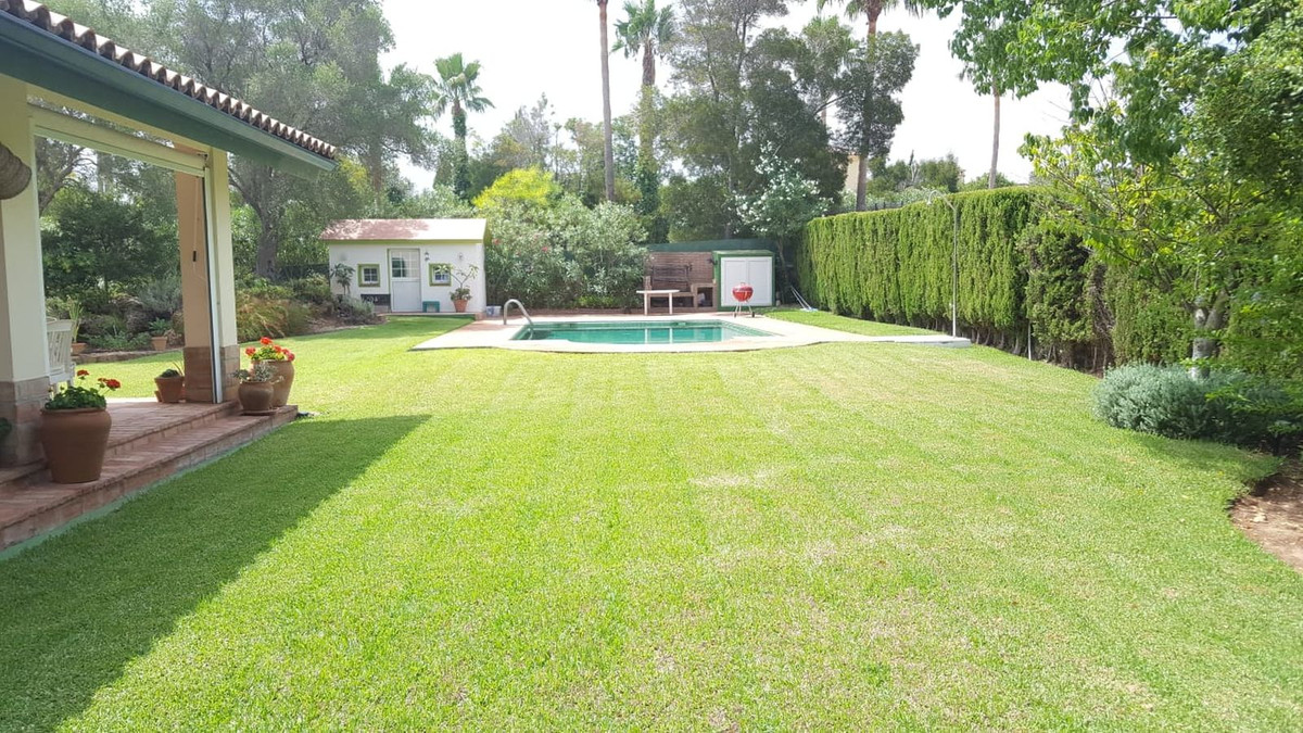 4 bed, 3.5 bath Large Living room of 50M2 TV room Kitchen / dining room Laundry Office Doll's H, Spain