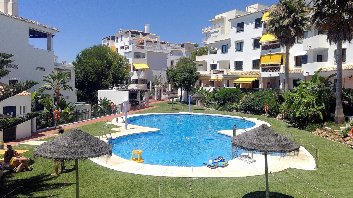 In Nueva Torrequebrada apartment with a terrace of 40 m2 overlooking the pool and the sea on the sid,Spain