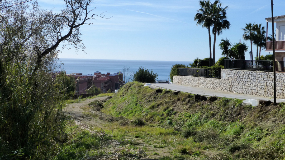These are three plots that once built, each one will have its own private access. They are located i,Spain