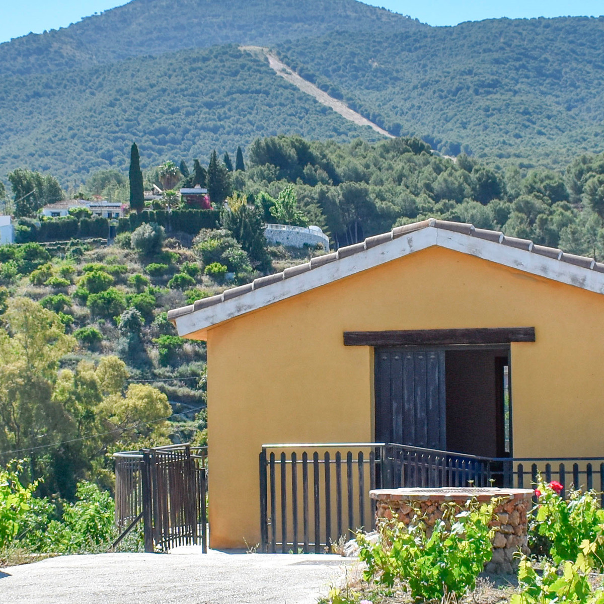 For sale this rural property of 16.667 square meters of plot (1 hectare and a half), located in Alha,Spain