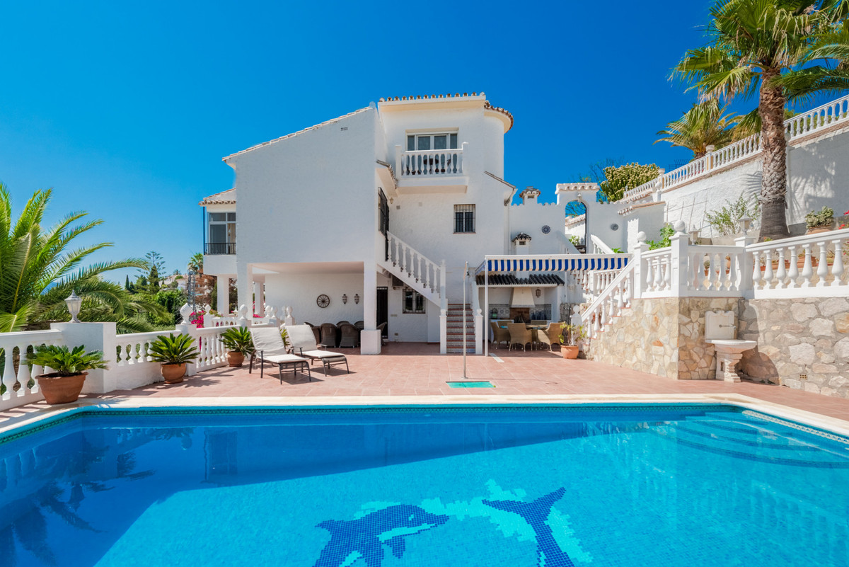 A beautiful detached villa with fabulous panoramic views located in Sierrezuela, Mijas Costa!  It is, Spain