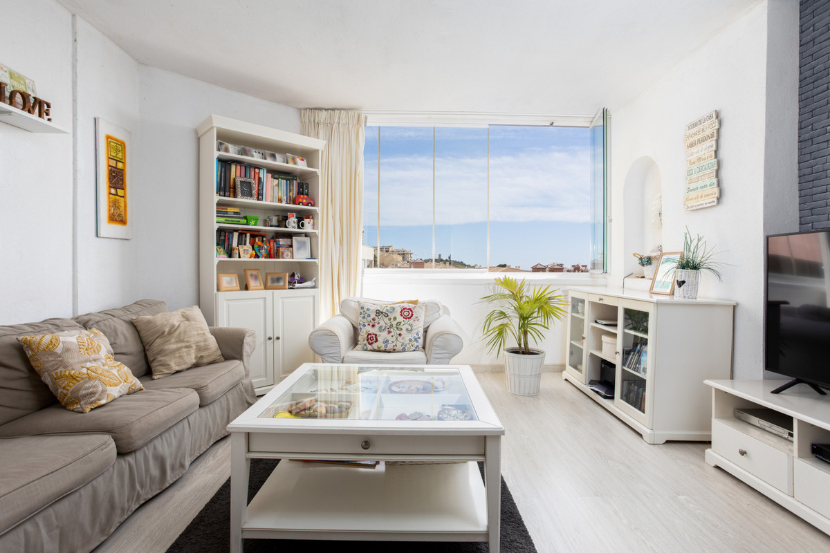 Fantastic apartment located in the lower part of Los Pacos, Fuengirola!  This is a 3 bedroom apartme,Spain