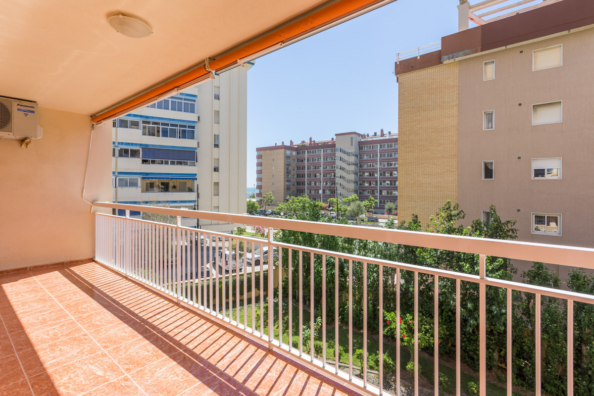 Nice and huge apartment in lower part of Torreblanca, 3rd beach line! Total built area is 112m2 dist, Spain