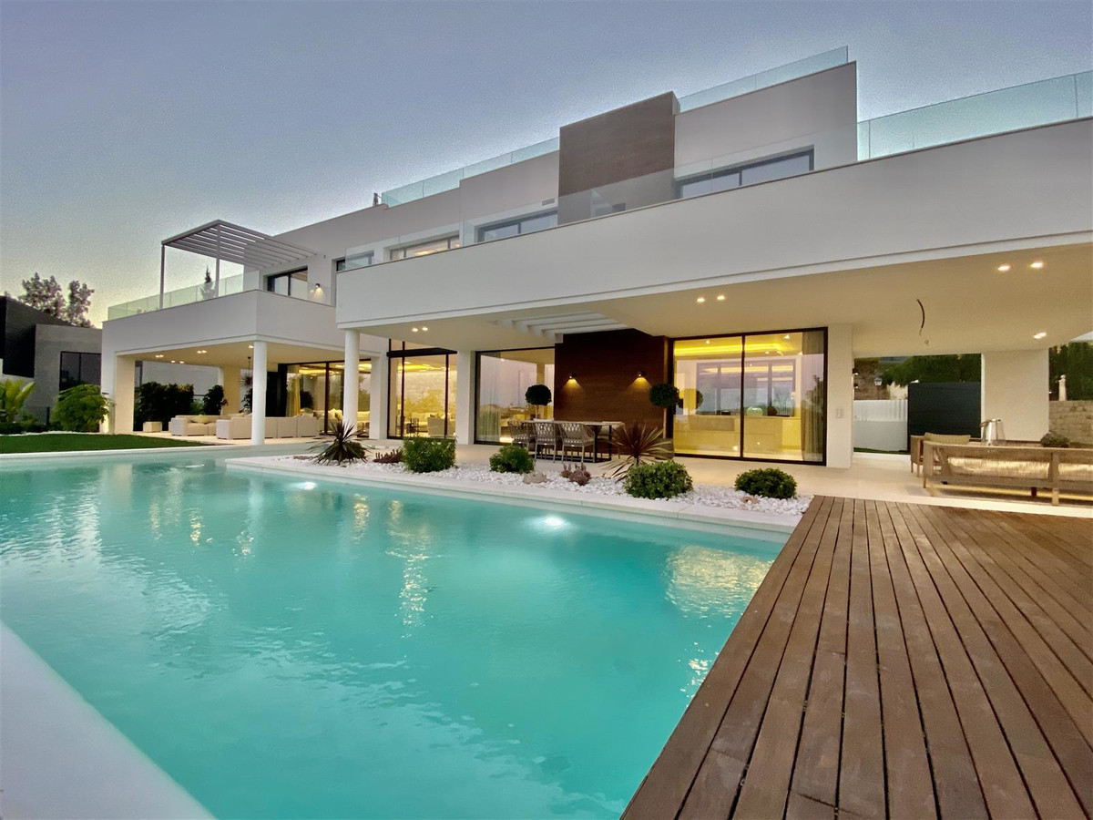 Brand new 5 bedroom villa just completed in La Quinta, with panoramic south-facing views only a few , Spain