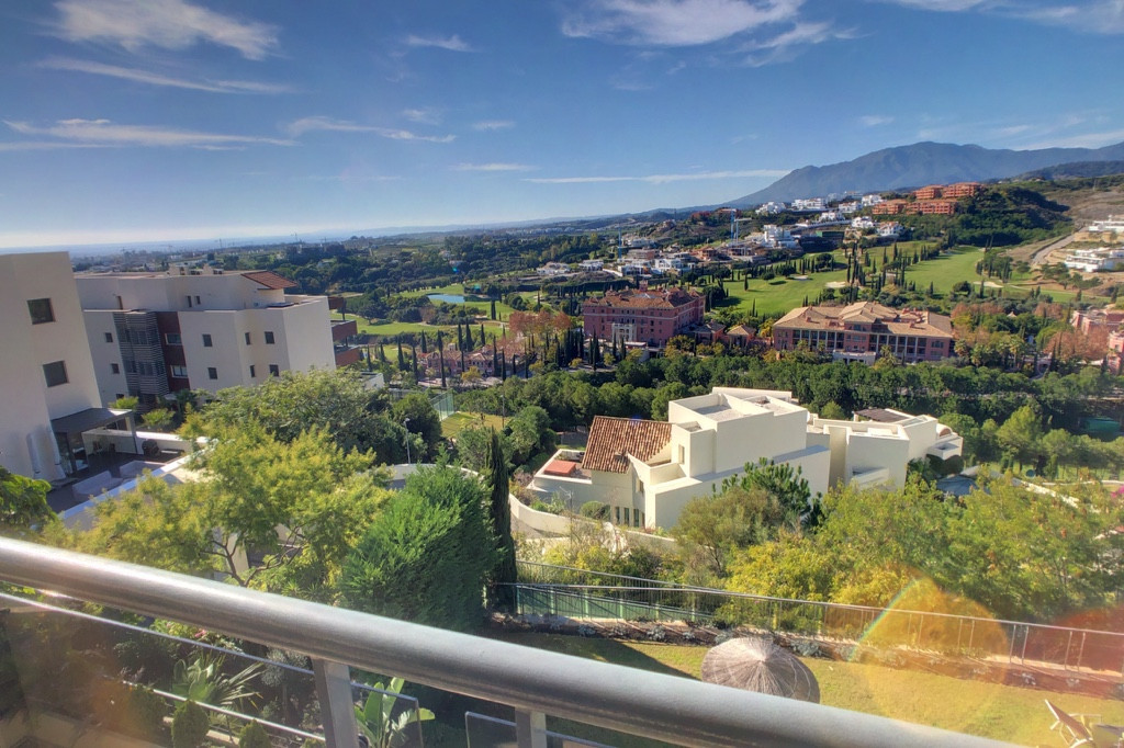 Beautiful 2 bed apartment in Acosta Flamingos, with stunning panoramic views across Villa Padierna P, Spain