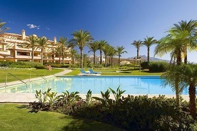 Beautiful 2 bed corner apartment on the 1st floor, located in the prestigious Four Seasons developme, Spain