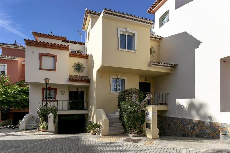 Marbella Banus Adosada en venta en New Golden Mile – R3568531