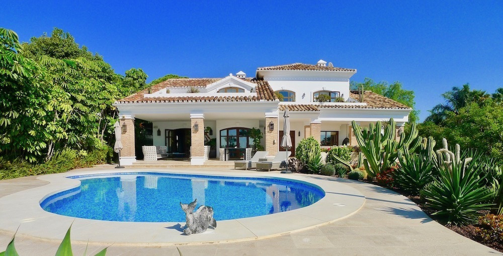 Absolutely stunning detached villa with sea views, located in the beachside neighbourhood of Urb. La,Spain