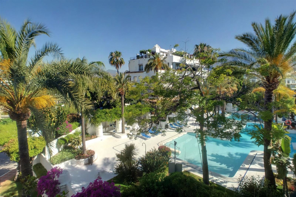 A recently refurbished to a high standard apartment in the heart of Puerto Banus.  This property off, Spain