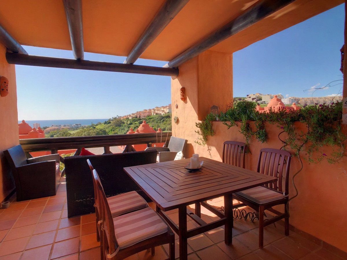 A beautiful 2 bedroom apartment in Coto Real, close to the popular marina of La Duquesa with its num,Spain