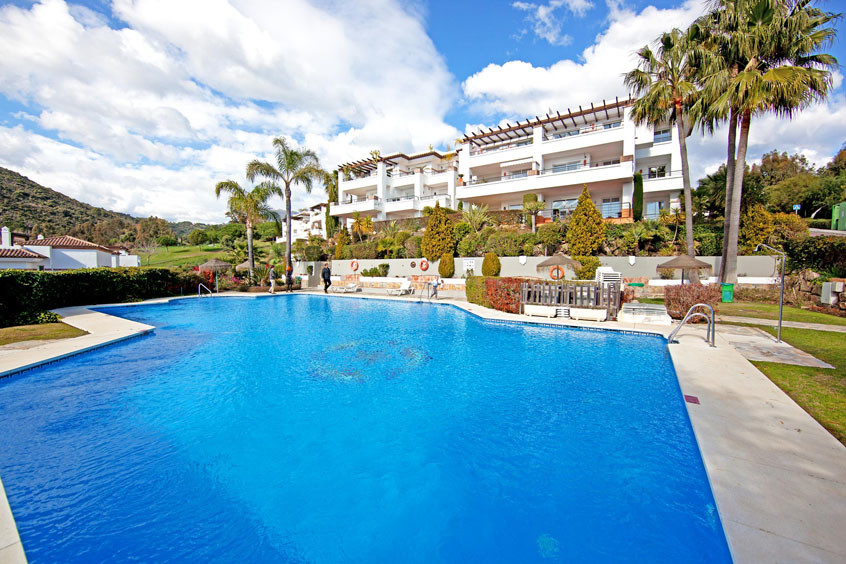 Priced to Sell, 3 bedroom ground floor apartment with large garden in El Lago, Los Arqueros.  The pr Spain