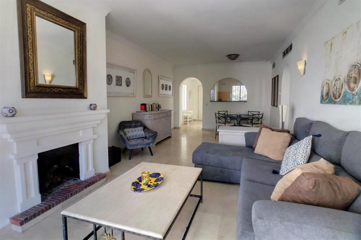 Marbella Banus Apartamento en Planta Última en Venta en New Golden Mile – R3442777