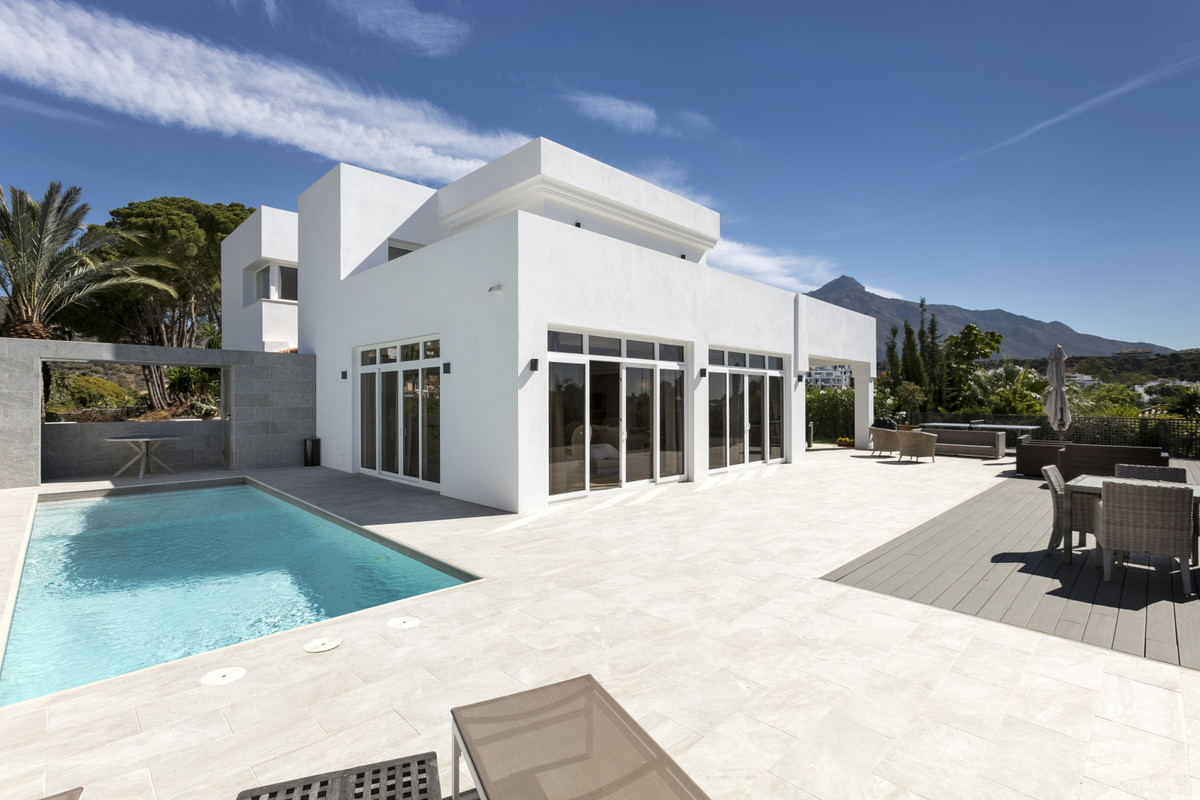 This fabulous completely reformed 4-bedroom villa is set in the heart of the Nueva Andalucia golf va,Spain