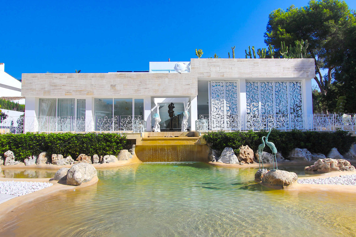 Unique Designer Villa Puerto Banus. This modern new villa is a piece of art. The pictures do not ref, Spain