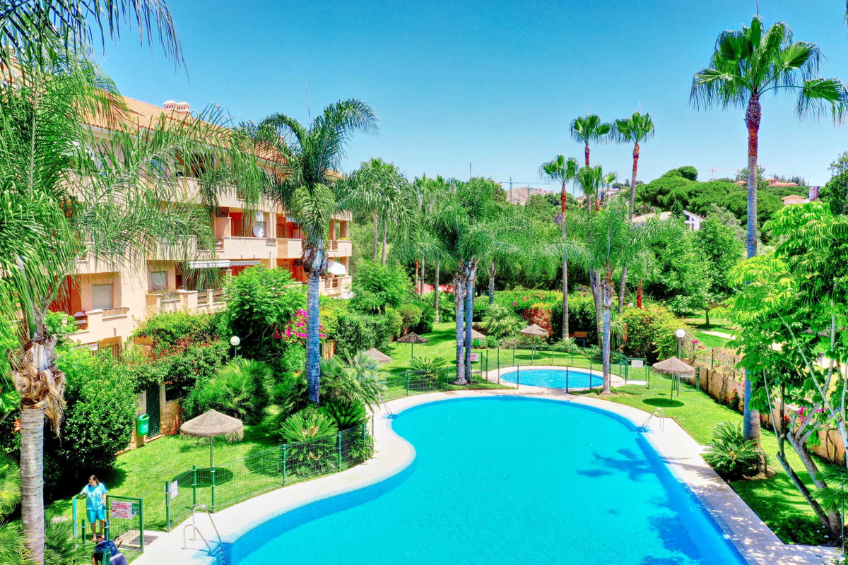Beautifull duplex penthouse apartment located in a luxurious Residential Community with large garden, Spain