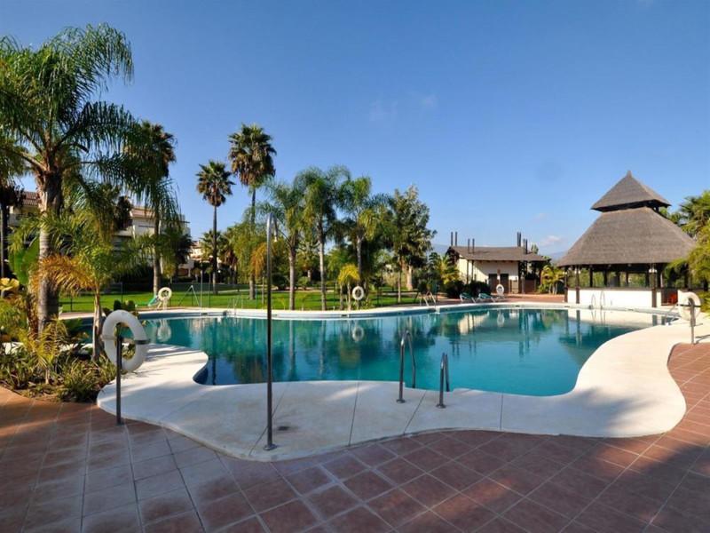 Marbella Banus Apartamento Planta Baja en venta, Estepona – R3604535