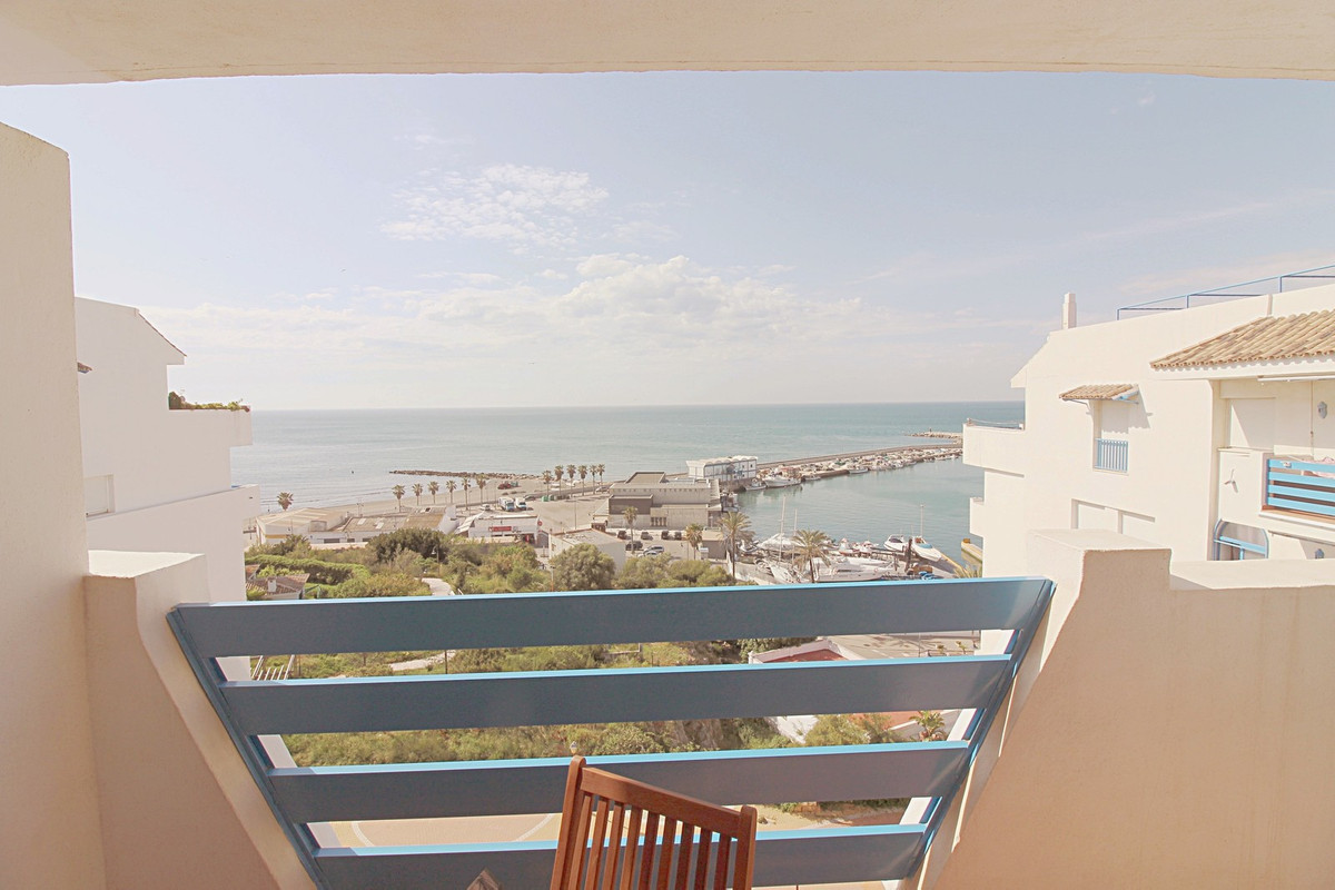 This ample, south facing penthouse is situated in a fantastic location. Next to the port of Estepona, Spain