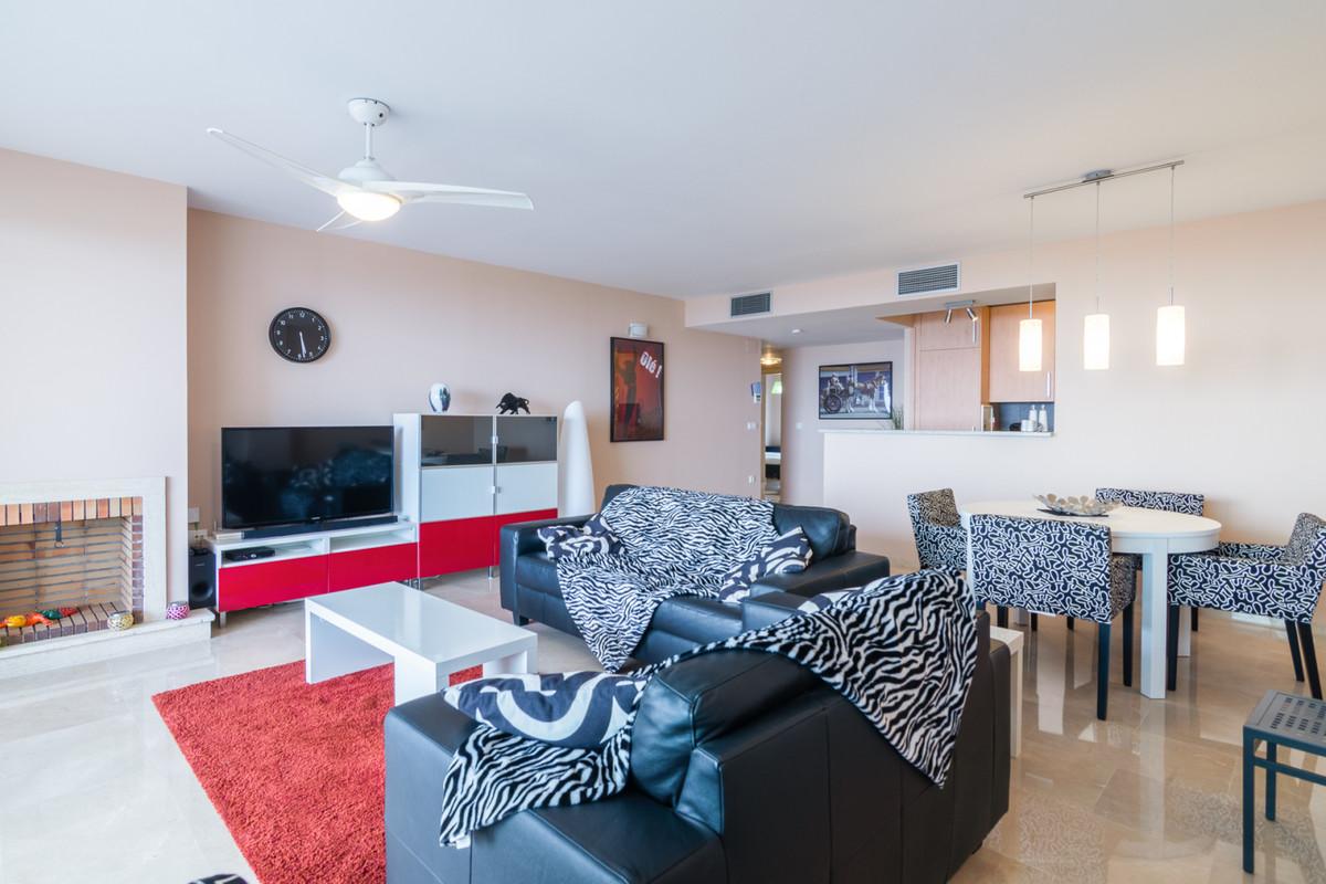 Apartamento Planta Media en Venta en Calahonda – R3528502