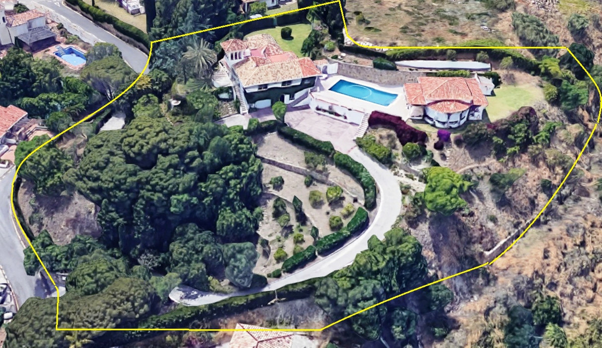 Impressive, superbly located estate in Puerto Romano, Estepona for sale, offering great potential. I,Spain