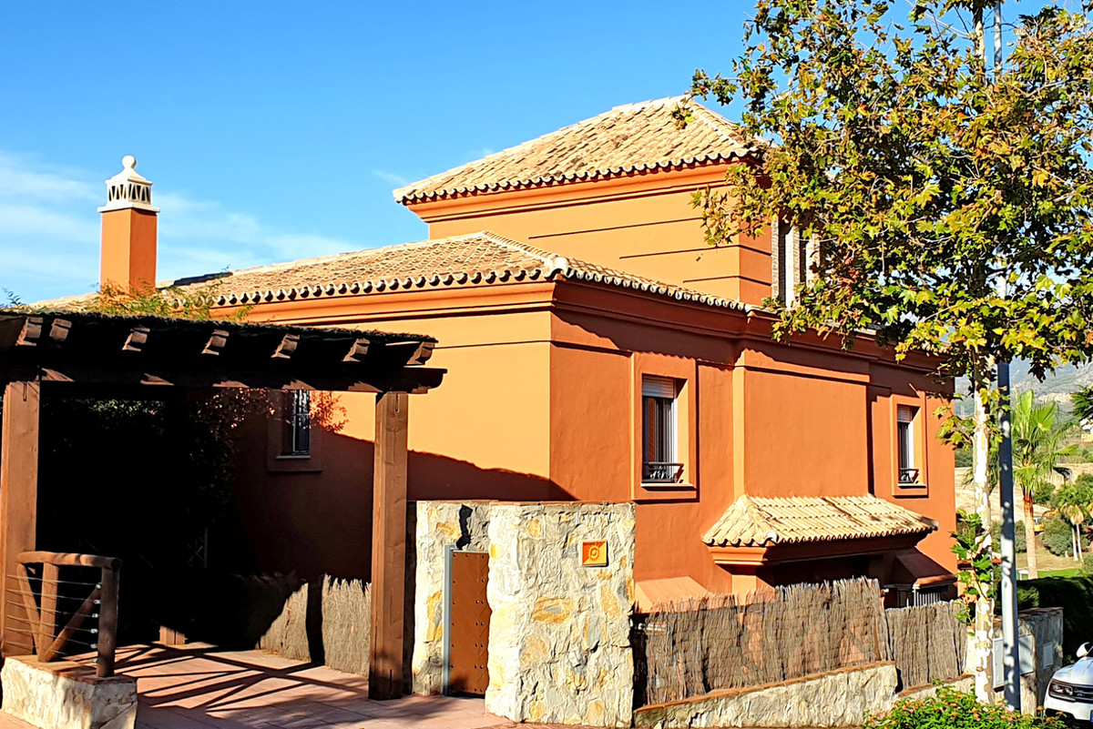 Detached Villa, Santa Clara, Costa del Sol. 4 Bedrooms, 4 Bathrooms Built 236 m2 Terrace 150 m2  Set, Spain