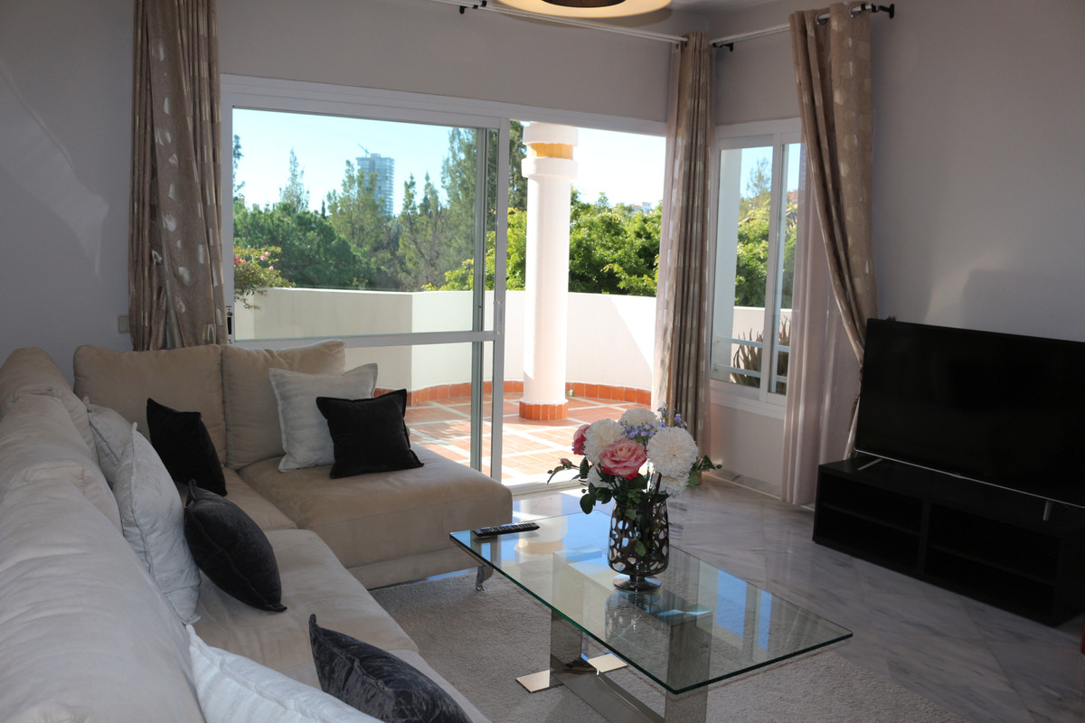 Middle Floor Apartment · Río Real