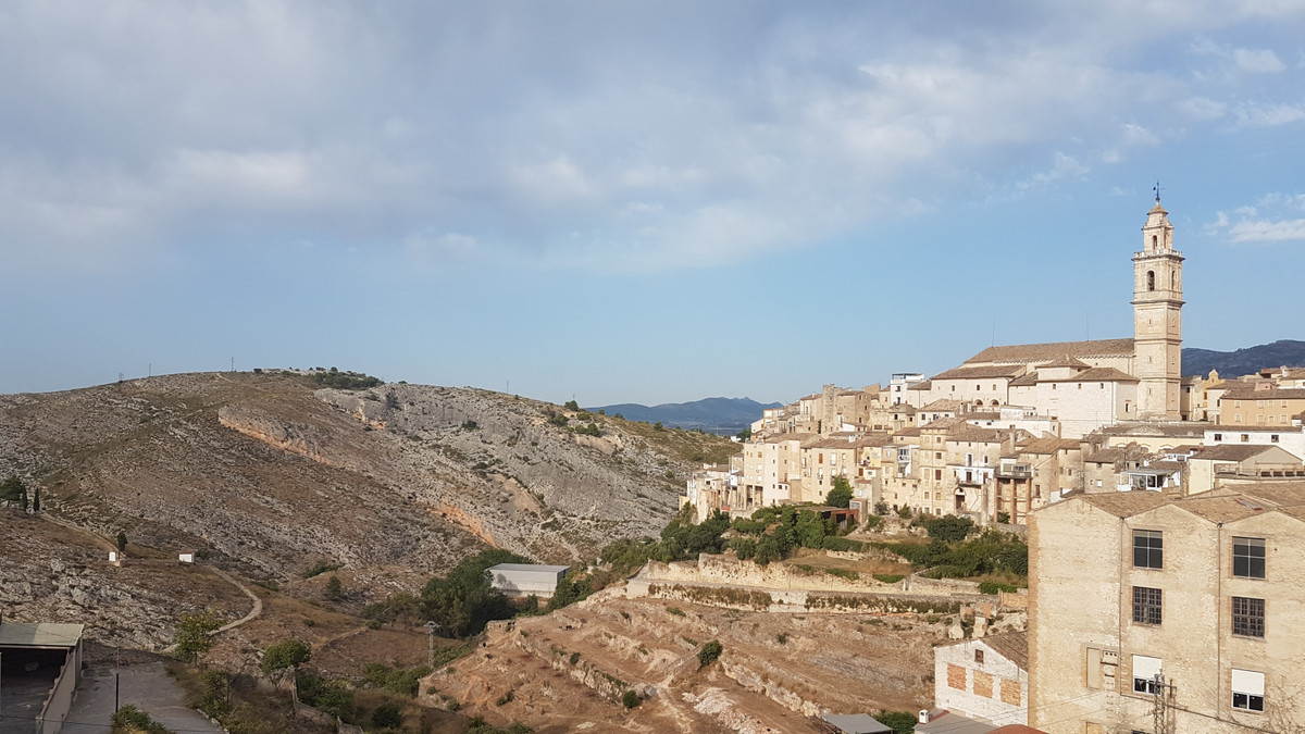 Situated in beautiful Bocairent, we find this 2 bed,1 bath flat. Lounge with air conditioning and pe,Spain
