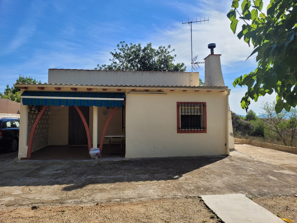 In the nice and quiet area of Santa Ana Ontinyent, we find this country house, ideal to spend holida,Spain