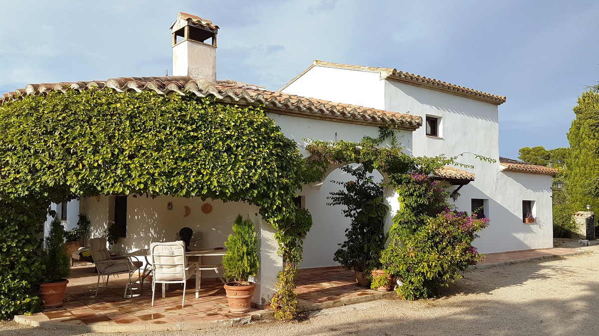 A beautiful, full of character, 249m2 build villa on a very private location with long drive, good a, Spain