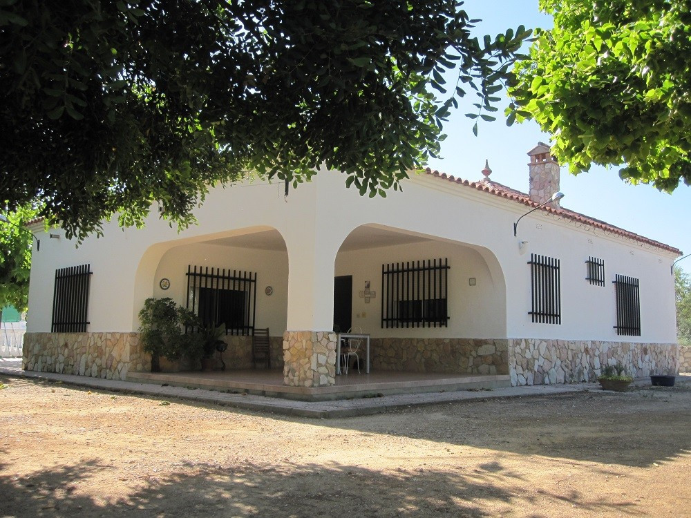 A beautiful property of 216m2 build on a big, partly fenced and gated plot of 14.258m2. Very quiet l, Spain