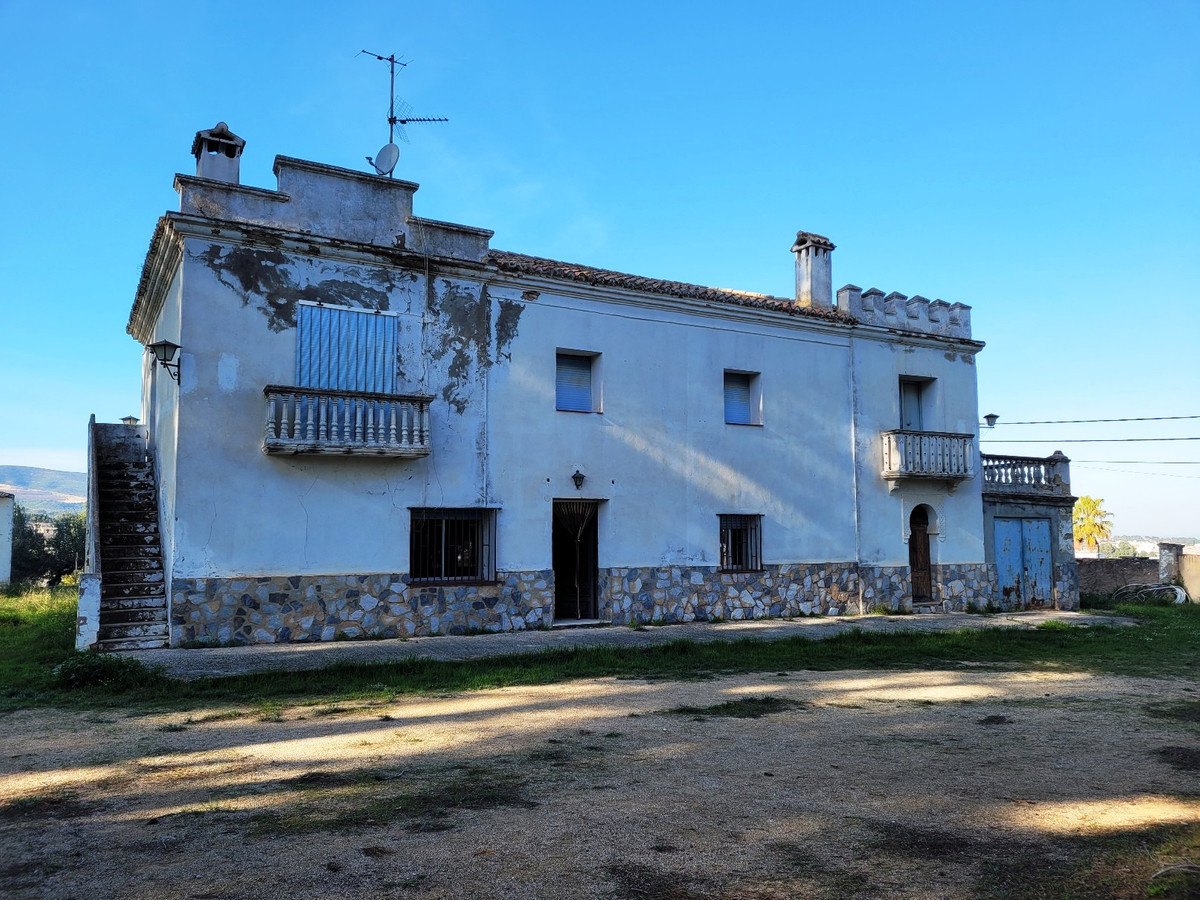 We are very excited to offer you this full of potential property.  With 450m2 build on a fenced, wal,Spain