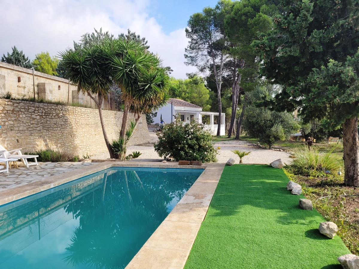 This is a dream come true for someone that would love to have a horse in the front garden!  Renovate,Spain