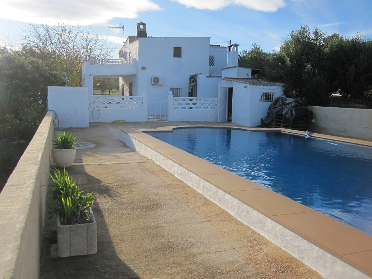 We find this country house on one of the most stunning locations of Ontinyent. A total build size of, Spain