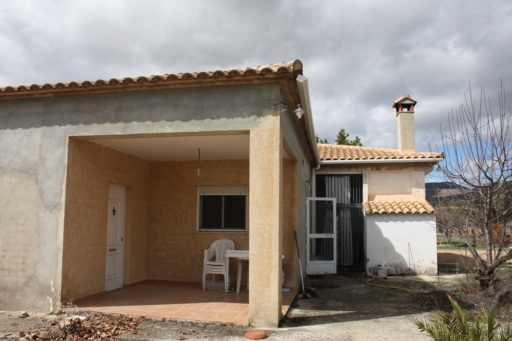 Renovated country house of 181m2 build on a plot of 3315m2. This villa is ready to move into and has, Spain