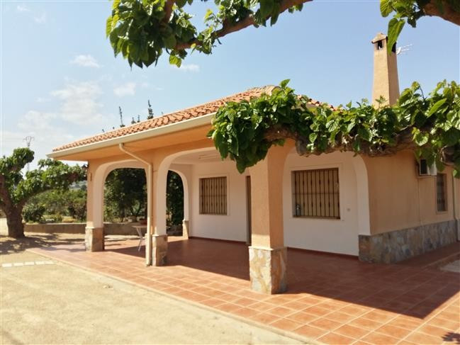 Lovely 3 bedroom country house of  140m2  with large lounge, 3 double bedrooms, bathroom and kitchen, Spain