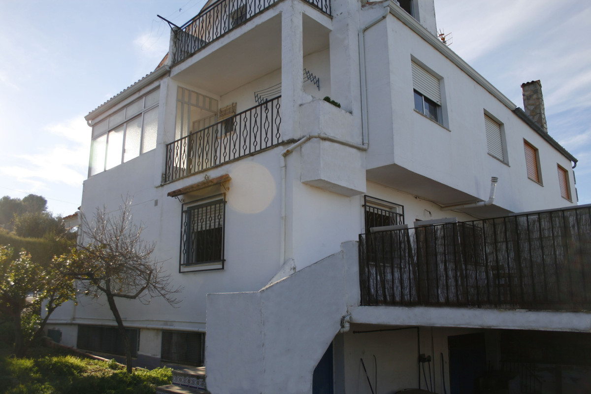 Semi detached, gated and fenced townhouse for sale in Albaida with plenty of possibilities. Total bu, Spain