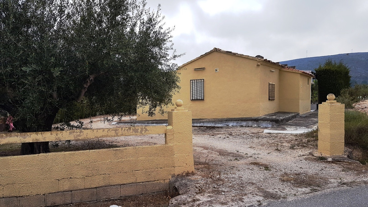 Small country house of 54m2 with covered terrace of 28m2 on a plot of 3035m2.  Nice and quiet locati,Spain
