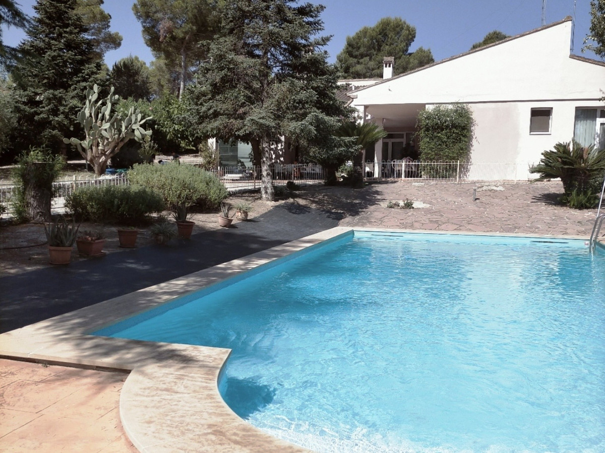 Spectacular villa, with a built area of ??605m2 for sale in Ontinyent, Good, wide and fully paved ac,Spain
