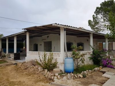 Country house of 100m2 built on a plot of 3436m2. Very good access road, quiet location and at 5min , Spain