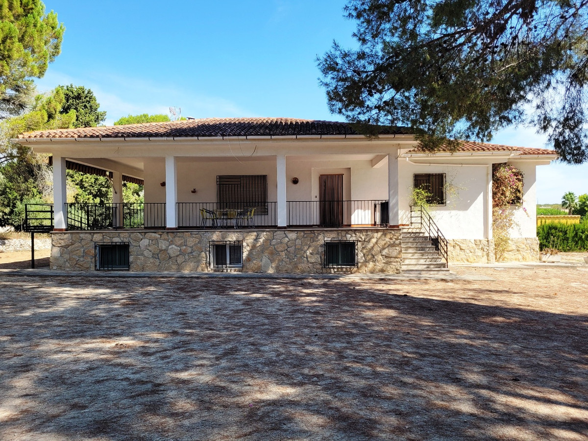 Located in one of the most desirable areas of Ontinyent, we find this 7 bed, 3 bath country house wi,Spain